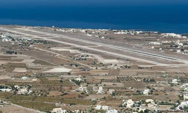 Σύγχυση! Τουρίστες νόμιζαν ότι η Σαντορίνη είναι το αεροδρόμιο της Σκιάθου!
