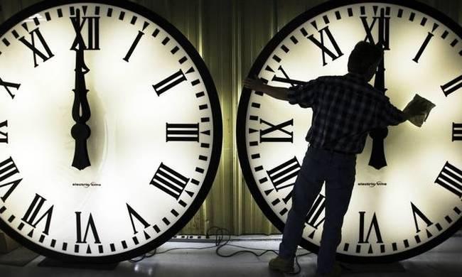 Αλλαγή ώρας 2017 από θερινή σε χειμερινή: Τα ρολόγια πάνε μία ώρα πίσω!