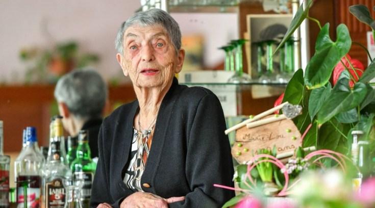 Η μεγαλύτερη σε ηλικία μπαργούμαν είναι 100 ετών και δουλεύει!