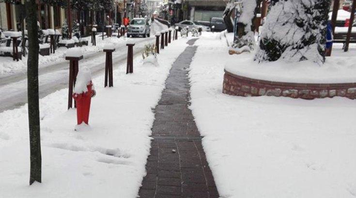 Στο Καρπενήσι υπάρχουν θερμαινόμενα πεζοδρόμια που καθαρίζουν το χιόνι!