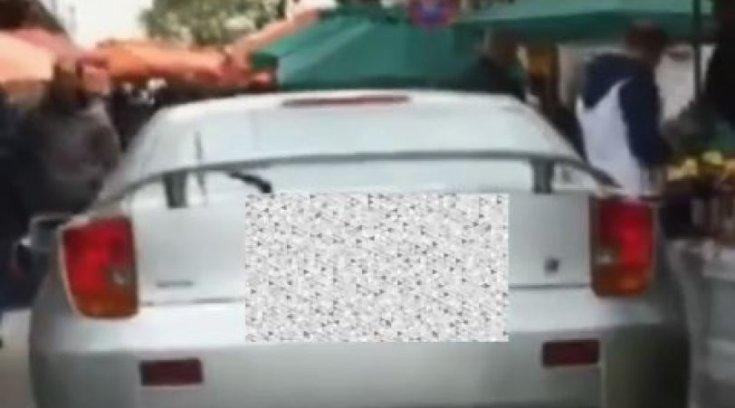 Θα λιώσεις! Μπήκε με το αυτοκίνητο σε λαϊκή αγορά (Video)