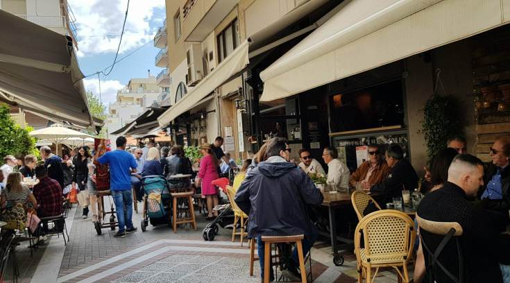 Tι θα γίνει το καλοκαίρι με τα μαγαζιά στο Boλονάκι;