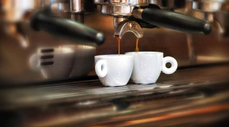 Άνοιξε σήμερα το νέο στέκι της πόλης και ΣΑΣ ΚΕΡΝΑ τον καφέ!