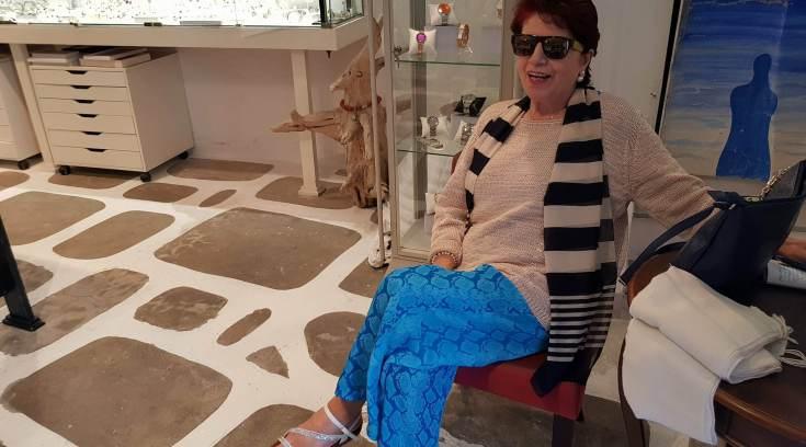 Την βρήκαμε στη Σκόπελο: Είναι σικάτη & μητέρα πασίγνωστου ηθοποιού!