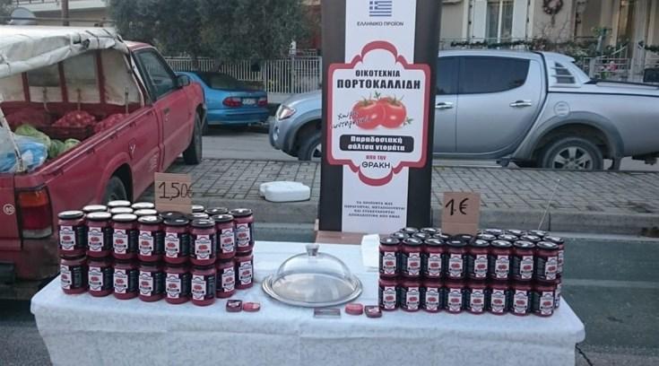 Επιχείρηση δίνει δώρο 20 κούτες σάλτσας σε οποίον ρίξει σάλτσες στους βουλευτές