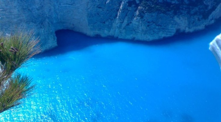 Η ελληνική παραλία που τα νερά της θεραπεύουν πόνους και αρθρίτιδες