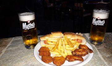 Απόλαυσε 2 μπύρες, κοτομπουκιές και hotdog ΜΟΝΟ με 10 ευρώ!