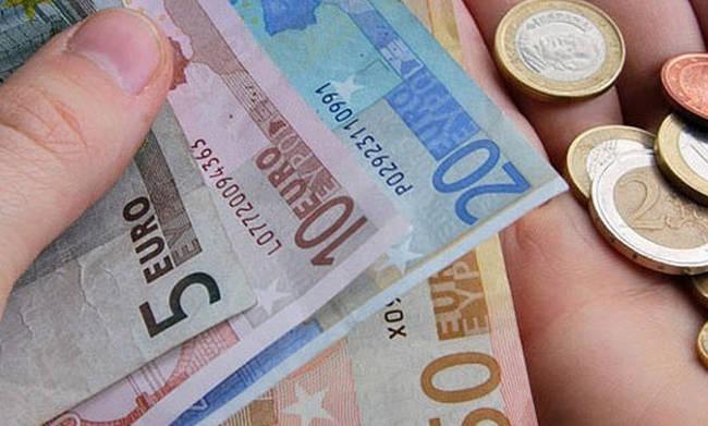 Σε εξέλιξη οι αιτήσεις για το επίδομα των 1.000 ευρώ – Δείτε αν το δικαιούστε