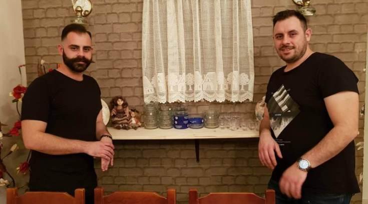 Τα δύο αδέλφια που με τις σούβλες τους μας βγάζουν εκτός πόλης! (ΦΩΤΟ)