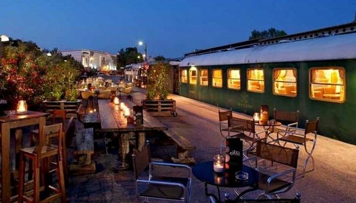 Έχουμε εστιατόριο και θέατρο μέσα σε τρένο!