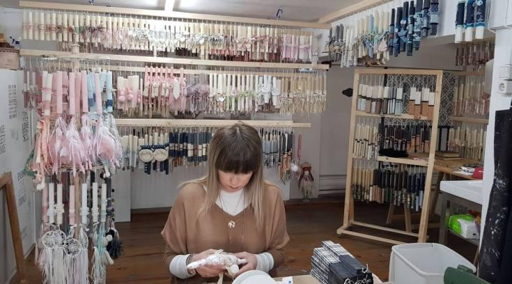 H Ιουλία μας φέτος πουλά τις ονειρικές λαμπάδες της από το e-shop της!