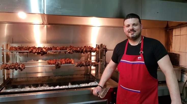 Νανόπουλος: Στον ναό του κρέατος, στον άρχοντα τους ψησίματος!