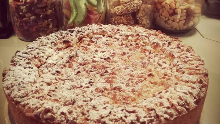Σήμερα για καφέ στο Ελλη'ς με χειροποίητη μηλόπιτα!