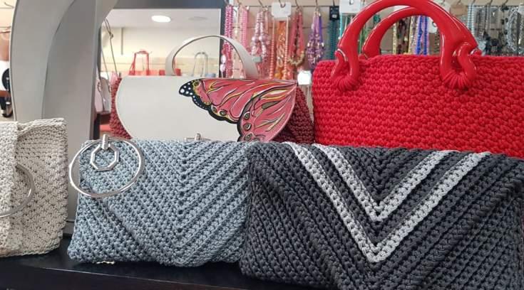 Υπέροχες, πολύχρωμες πλεκτές τσάντες σε super τιμές! (ΦΩΤΟ)