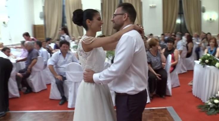 Βολιωτάκια έγιναν viral μ έναν επικό γαμήλιο χορό Video