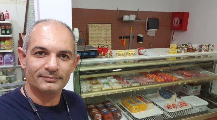 Ο Σωκράτης μας ξεναγεί στο νέο market της πόλης- Καλές δουλειές!