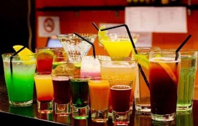 Ποτά-αναψυκτικά: Πλήγμα για την εθνική οικονομία το «λουκέτο» σε εστίαση-τουρισμό