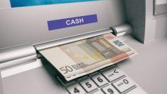 Πώς ο κορονοϊός οδήγησε σε εκτίναξη των καταθέσεων στις τράπεζες