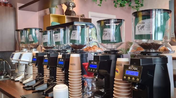 Κι όμως σ ένα μόνο μαγαζί, βρίσκεις 7 διαφορετικά χαρμάνια καφέ!