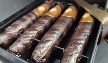 Μια κασετίνα με πουράκια σοκολάτας…όλοι θα κάπνιζαν! (ΦΩΤΟ)