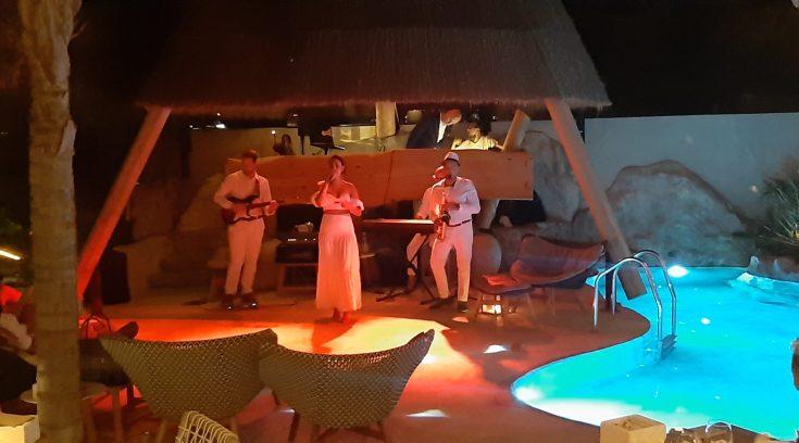 Οι Βολιώτες που ξεσήκωσαν την Ψαρού, με το show τους στο Kensho Boutique Hotels & Villas