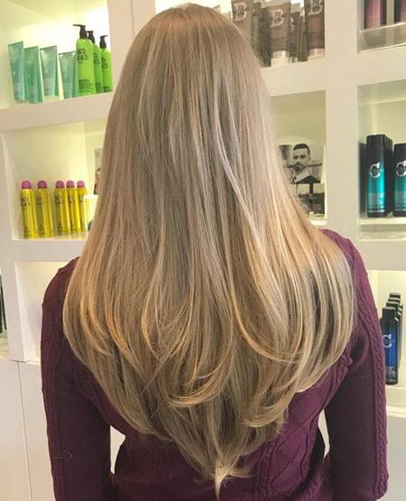 Corte de cabelo em forma de V para cabelos compridos