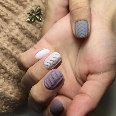 Winter knitted manicure