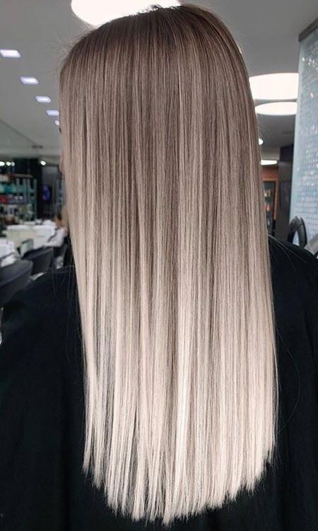 Corte de cabelo com uma fatia lisa em cabelos longos