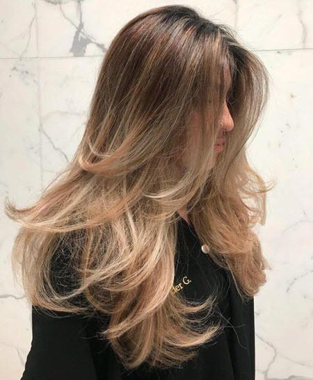 Cascata de cabelos longos