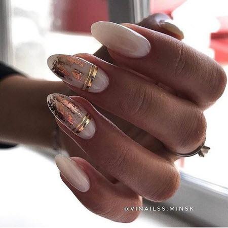 Estoque desenho de arte de unhas com unhas longas douradas
