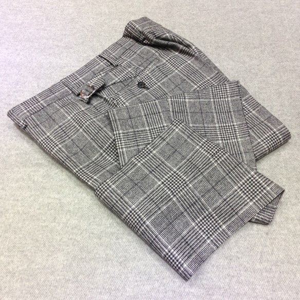 Grey Prince of Wales Check Wool (90%) and Cashmere (10%) Flannel