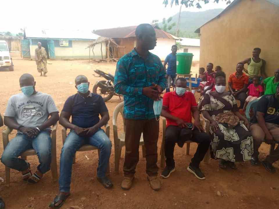 Hon. Kini briefing  community leaders ahead of  the sod cutting