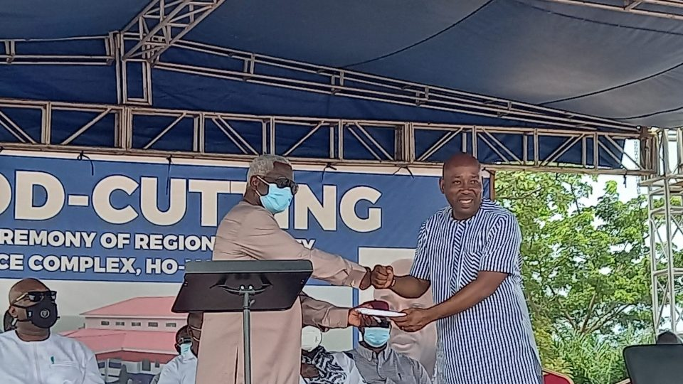 Mr. Fred Oware presenting the Vice President's donation to Chairman Woanyah