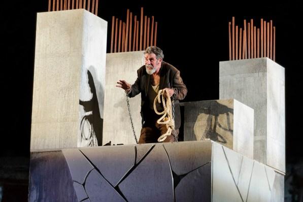 Bartolome encadenado - Grec2014 - fotografia de Josep Aznar
