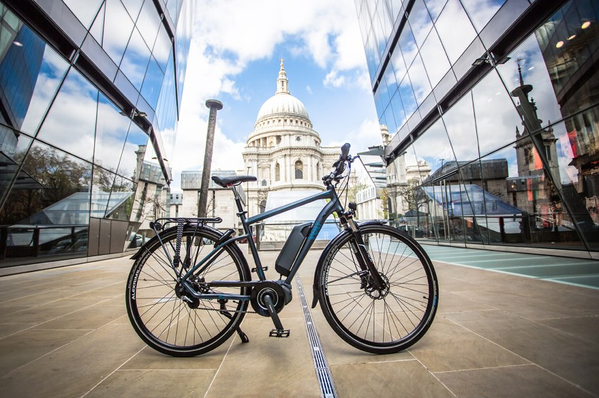VOLT Infinity e-bike in front of St. Paul's Cathedral