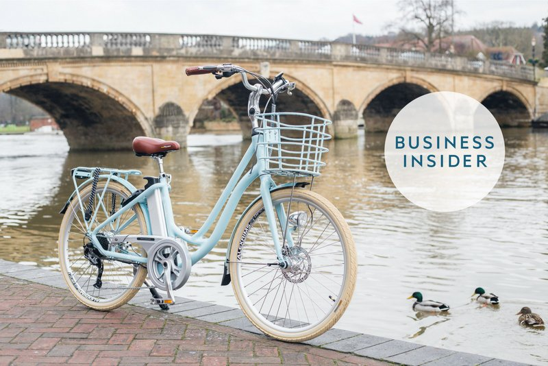 The VOLT Kensington light blue e-bike sits along the canal