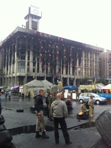 Los puntos rojos simbolizan las personas que ardieron en llamas en el edificio