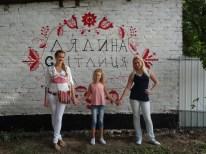 público asistente frente se fotografía frente a mi mural