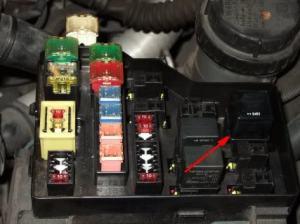 B 0 kabel bijna doormidden relay engine control module