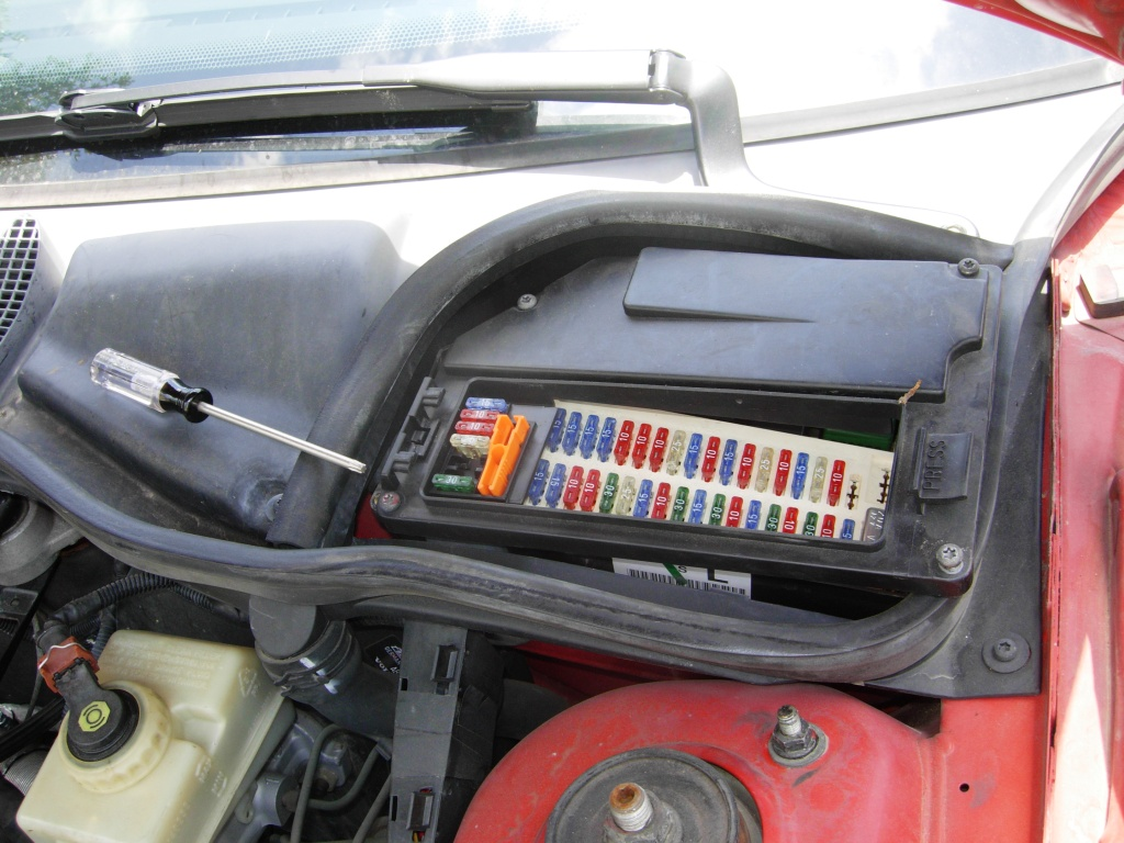 1998 oldsmobile aurora fuse box location [ 1024 x 768 Pixel ]