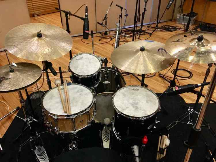 The Pearl Midtown drumset will sound great in the recording studio.