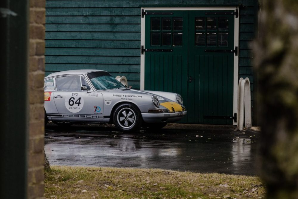 Silver and yellow Porsche 911