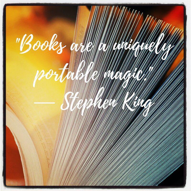"""Books are a uniquely portable magic."" - Stephen King #QuoteVanDeWeek #tekst #tekstschrijver #webdesign #communicatieprofessional #duizendpoot #fotogeschenk #fotocadeau #VonkTekstenDesign"