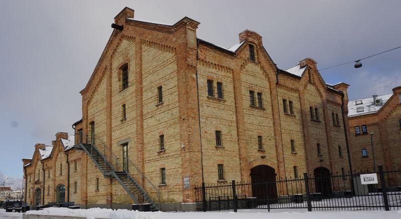 Düna in Riga - alte Hafengebäude