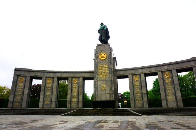 Denkmal für die Sowjetischen Soldaten, Sowjetische Berlin