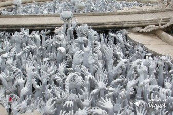 Templo Branco na Tailandia - Maos sob a ponte do templo