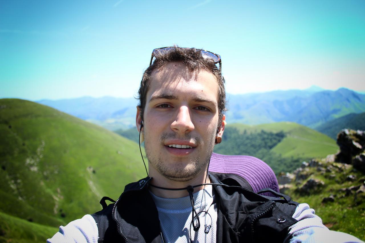 Caminhos de Santiago - Victor Iemini cruzando os Pirineus
