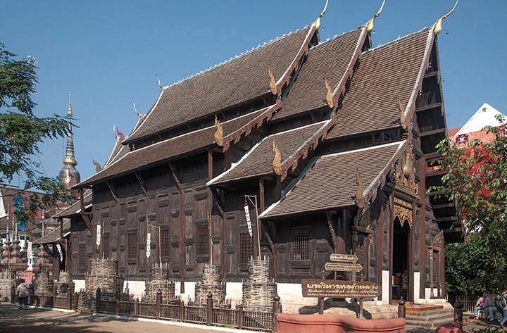 Wat Phan Tao Phra Wiharn