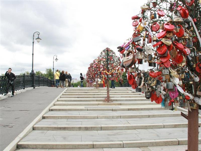 Cadeados do amor na ponte Luhzkov em Moscou - foto do blog Cadernos de Viagem