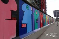 Muro de Berlim - Graffiti rostos coloridos